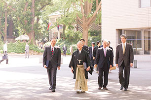 Mr. Sakai and President Seike Walk Through Mita Campus