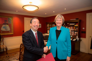 President Seike and President Faust (Photo: Kris Snibbe)